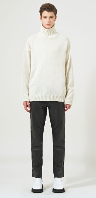 SOLID LAMBS OVER TURTLENECK(WH)